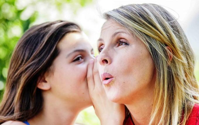 2 women gossiping